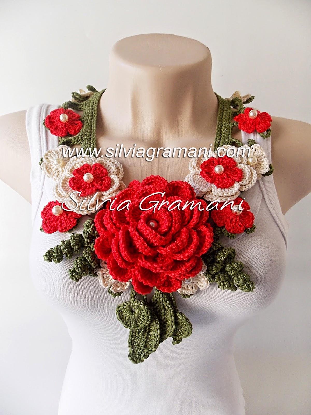 Colar com Flores de Crochê, Colar Afrodite com Flores Intercaladas