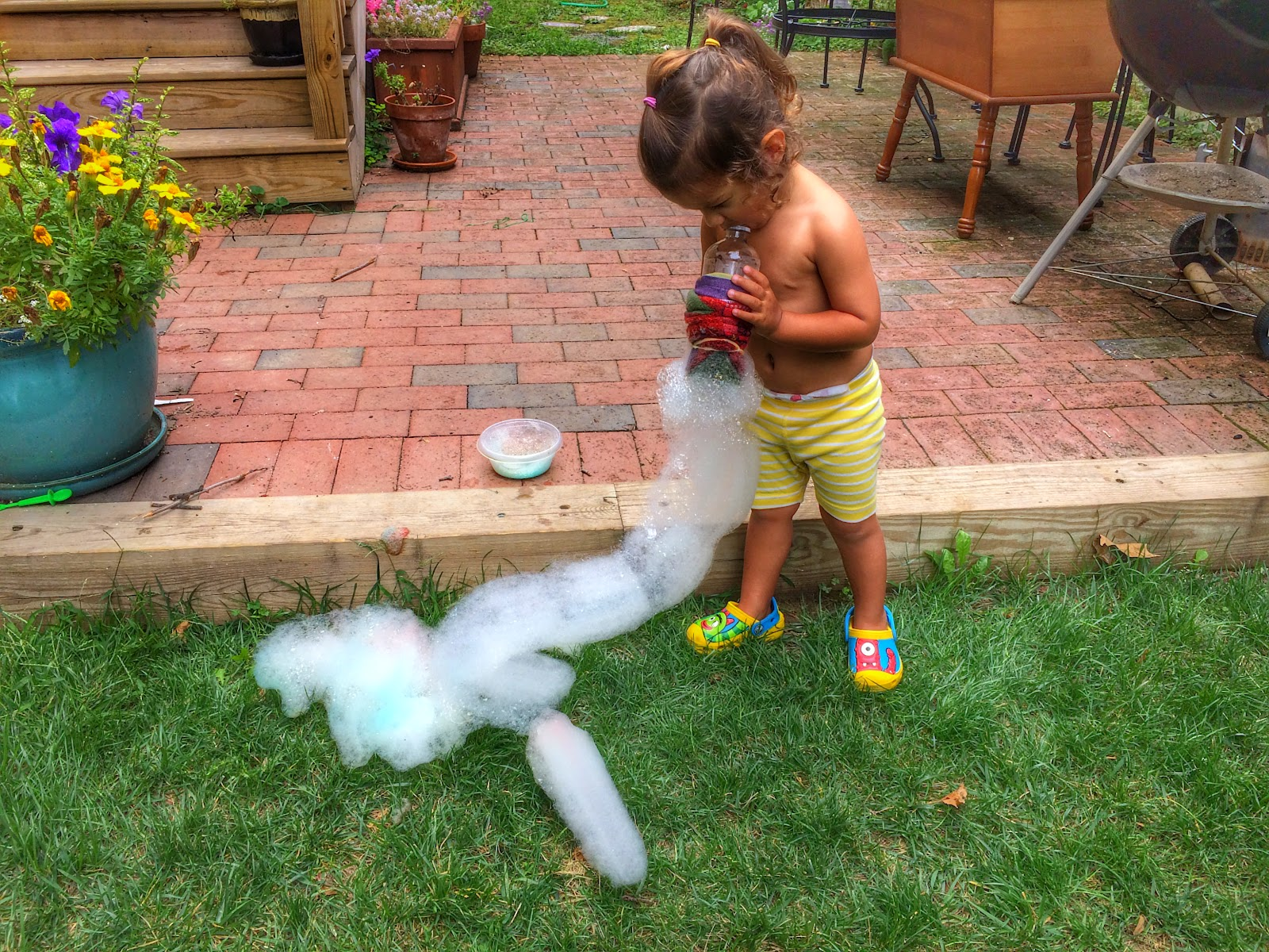 our beautifully messy house bubble blobs and bubble worms