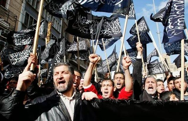Φεύγουν αλαφιασμένοι μετά την παρέμβαση των Ρώσων οι θρασύδειλοι μακελάρηδες του ISIS από την Συρία... To που πάνε, είναι άλλο θέμα
