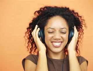 الصوت العالي ... سموم من نوع اخر listen-to-music.jpg
