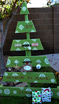 Crissy' Crafts Pallet Christmas Tree