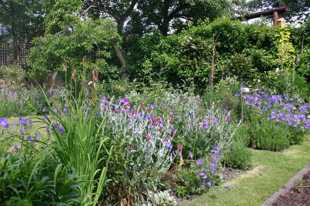 I giardini dei mestieri la scrittrice blossom zine blog for Case inglesi foto