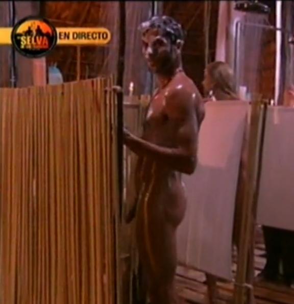 De Canales Rivera Desnudo Dandose Una Ducha En La Selva Antena