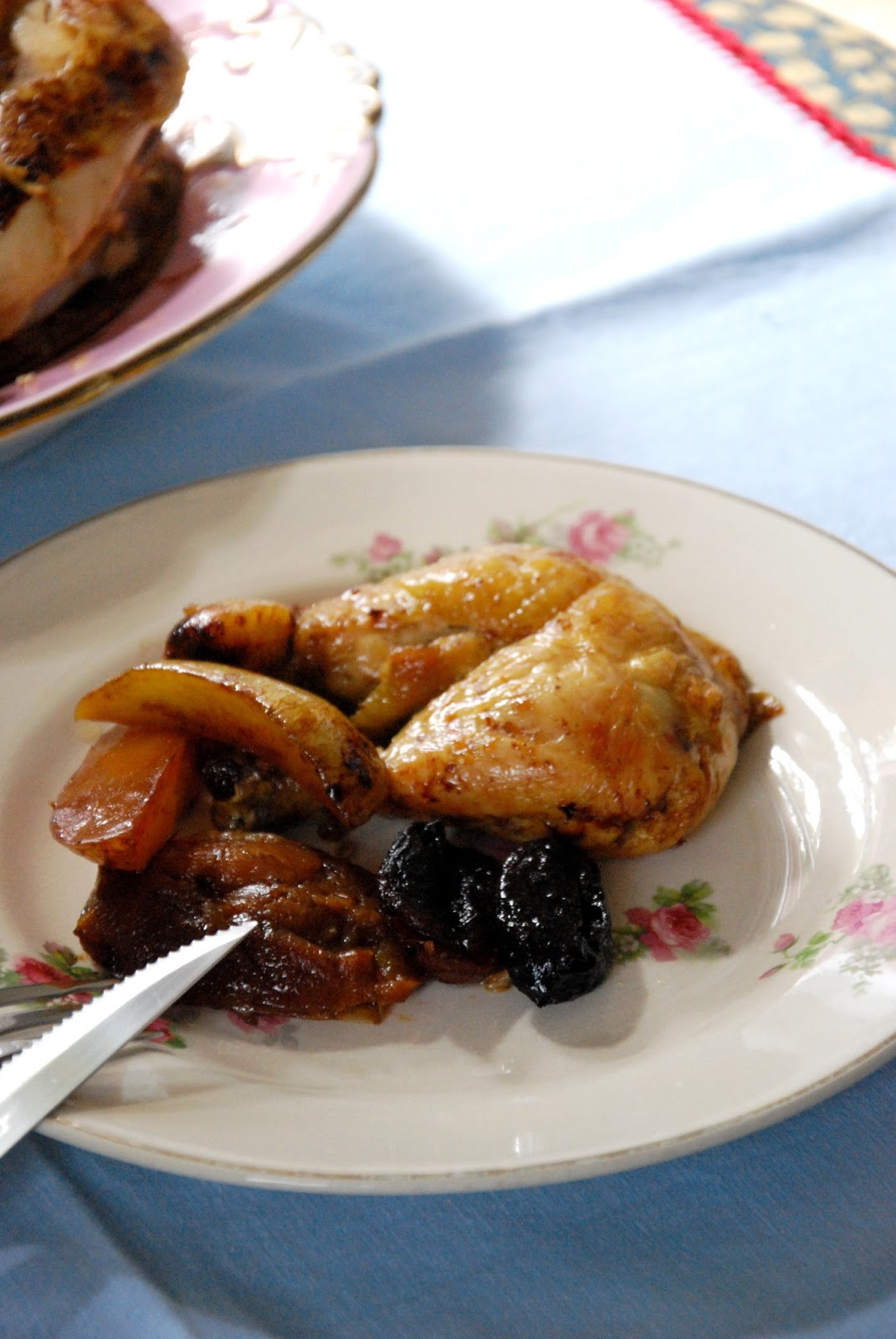 Chez Silvia: Pollo al horno con patatas y manzanas en su jugo.
