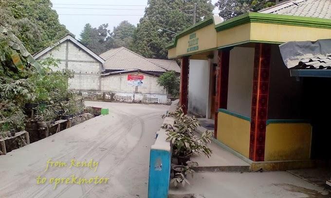 Foto Suasana Desa di Karang Anyar Terkena Abu Vulkanis Kelud
