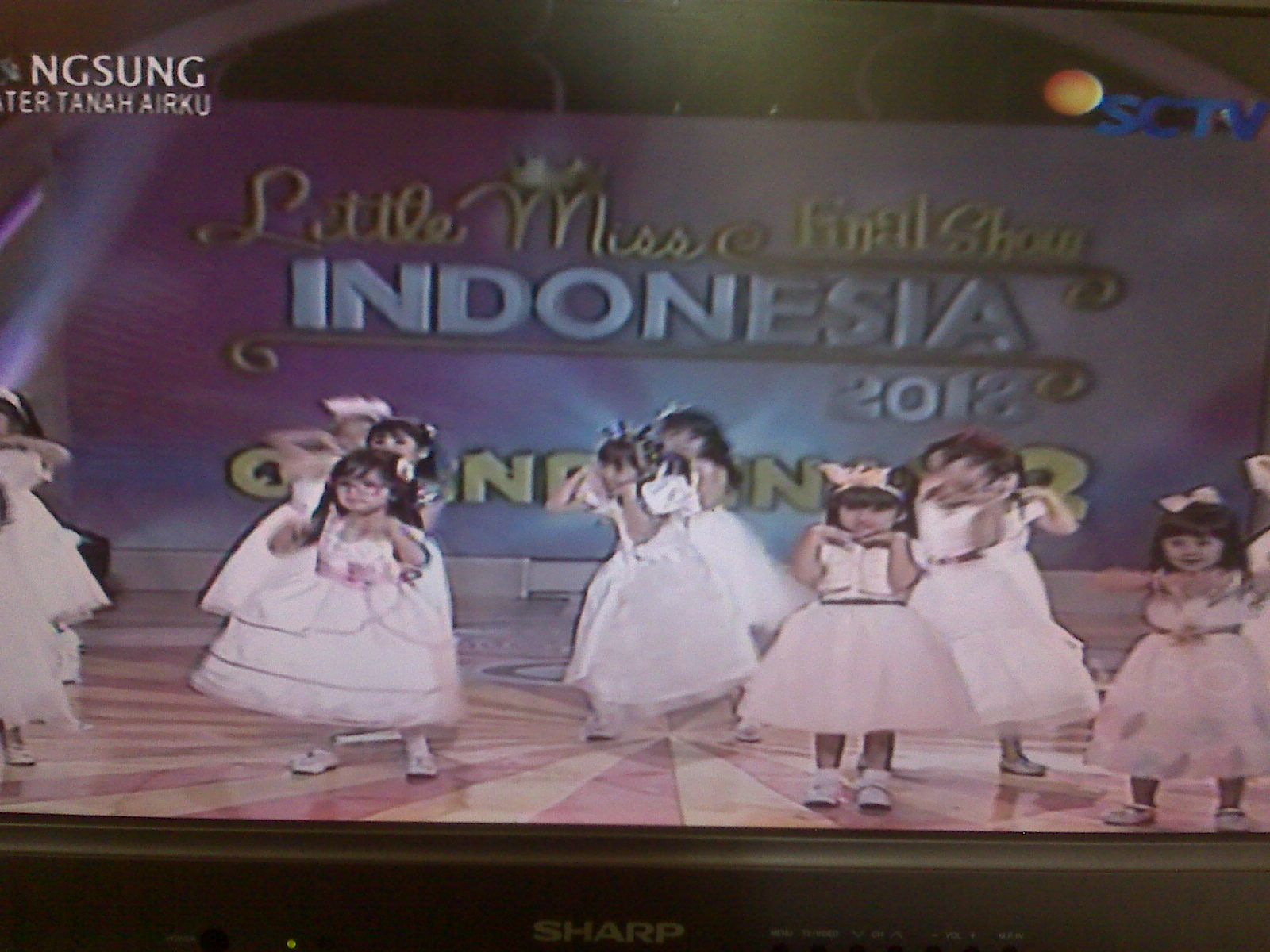 Konsep grand final 2 little miss indonesia 2013 dengan 17 peserta
