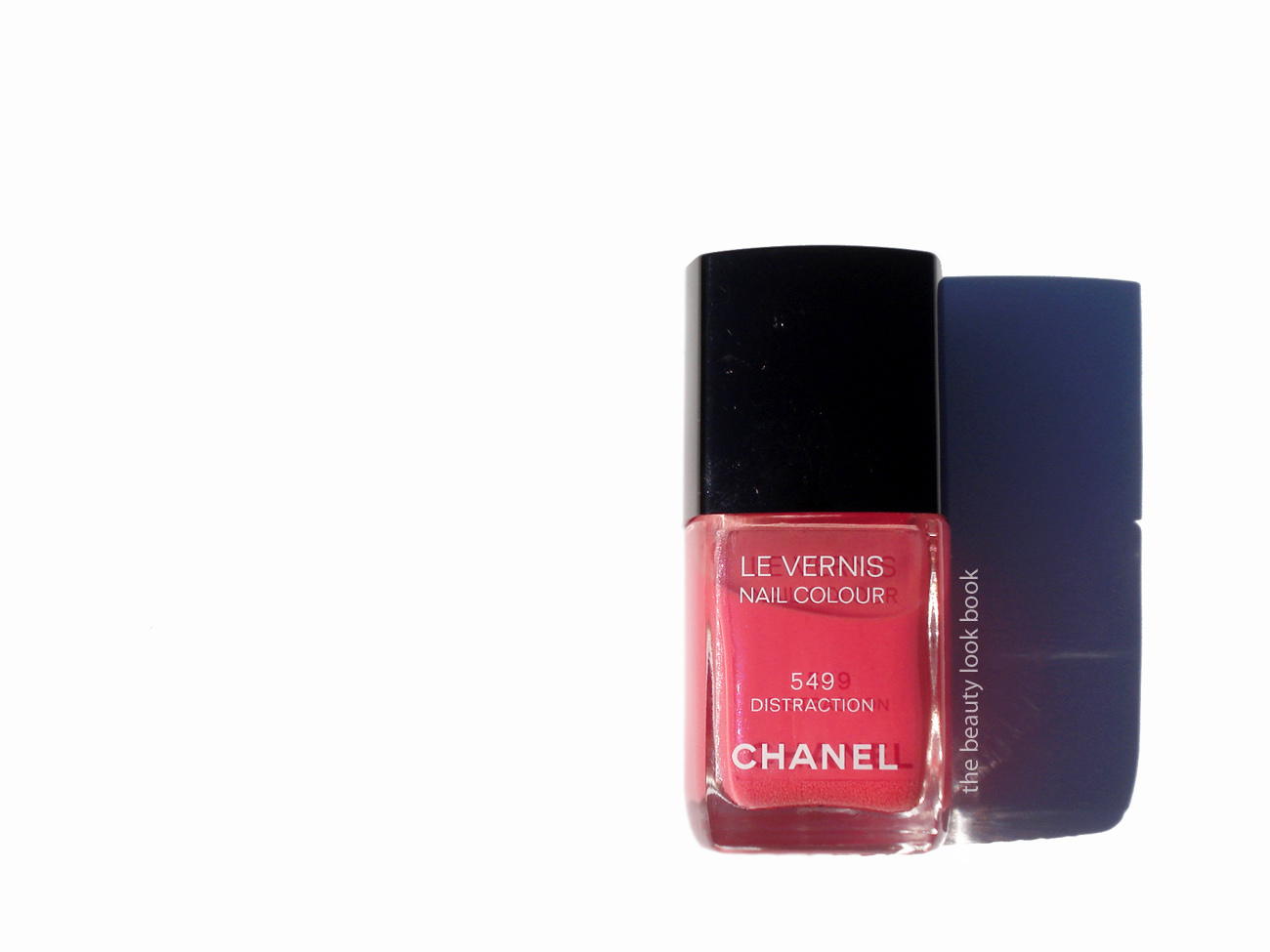 Chanel Distraction 549 Le Vernis | The Beauty Look Book