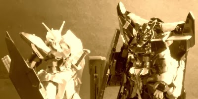 1/144 Gold Frame and Amatsu Mina Astray Gundams: Brothers in, err, arm.