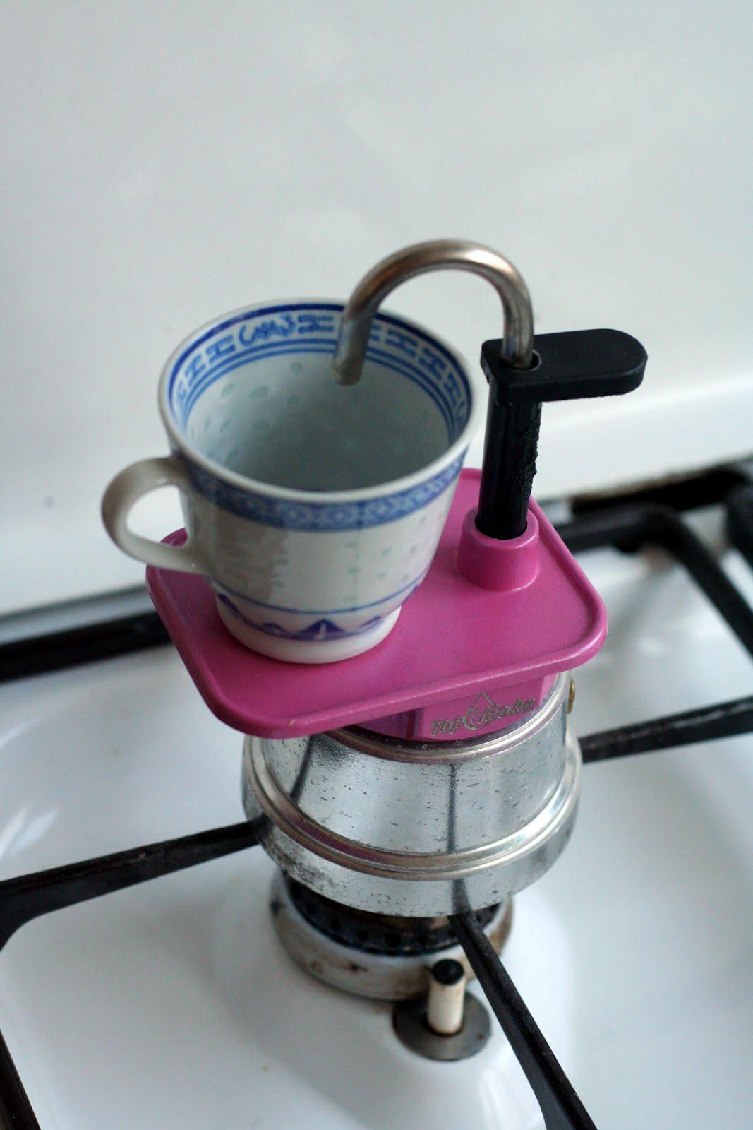 Qui m 39 aime me lise ma mini cafeti re de c lib 39 - Comment fonctionne cafetiere italienne ...