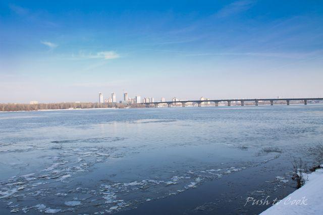 Весна. Киев. Вид на левый берег Днепра