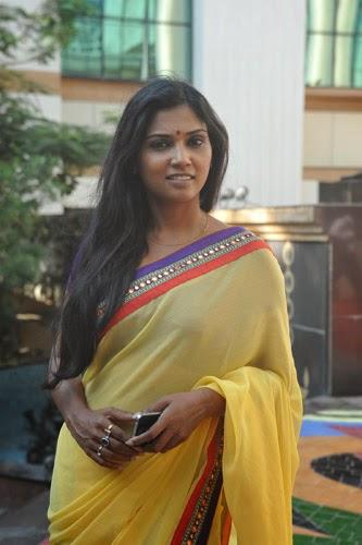 Usha Jadhav at Eka Vadlachi Kahani Photo Exhibition Event