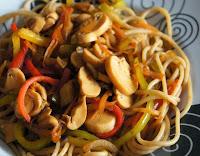 Espaguete com Pimentão, Cenoura e Champignon (vegana)