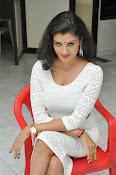 Ishitha Vyas sizzling pics-thumbnail-3