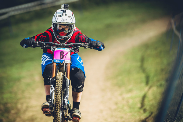 2014 Hafjell UCI World Championship Downhill: Practice Highlights - Tahnee Seagreave