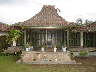 rumah adat yogyakarta rumah adat joglo yogyakarta rumah tradisional jogjakarta 300x225 Gambar Rumah Adat Indonesia