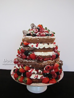 naked cake red fruits