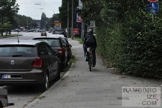 Kollaustraße - Gehwegradeln vorgeschrieben