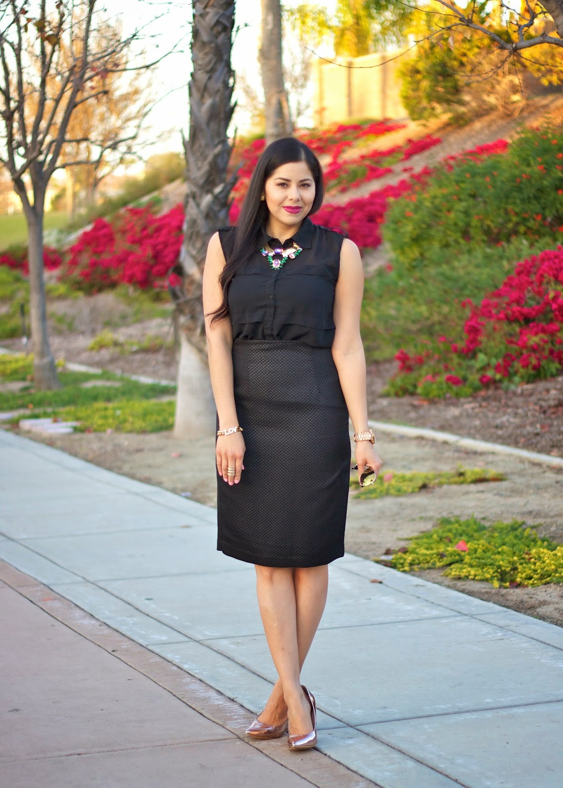 how to wear black in a glam way, glam black outfit, all black everything, lulus necklace, lulus blogger, lulus.com blogger, dark lips on latinas, bareminerals dark lip, bareminerals stand out, bareminerals moxie lipstick