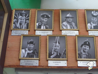 Portraits of the Tumen Ekh performance troop 8