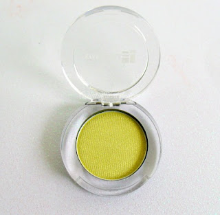show stopper green eye shadow