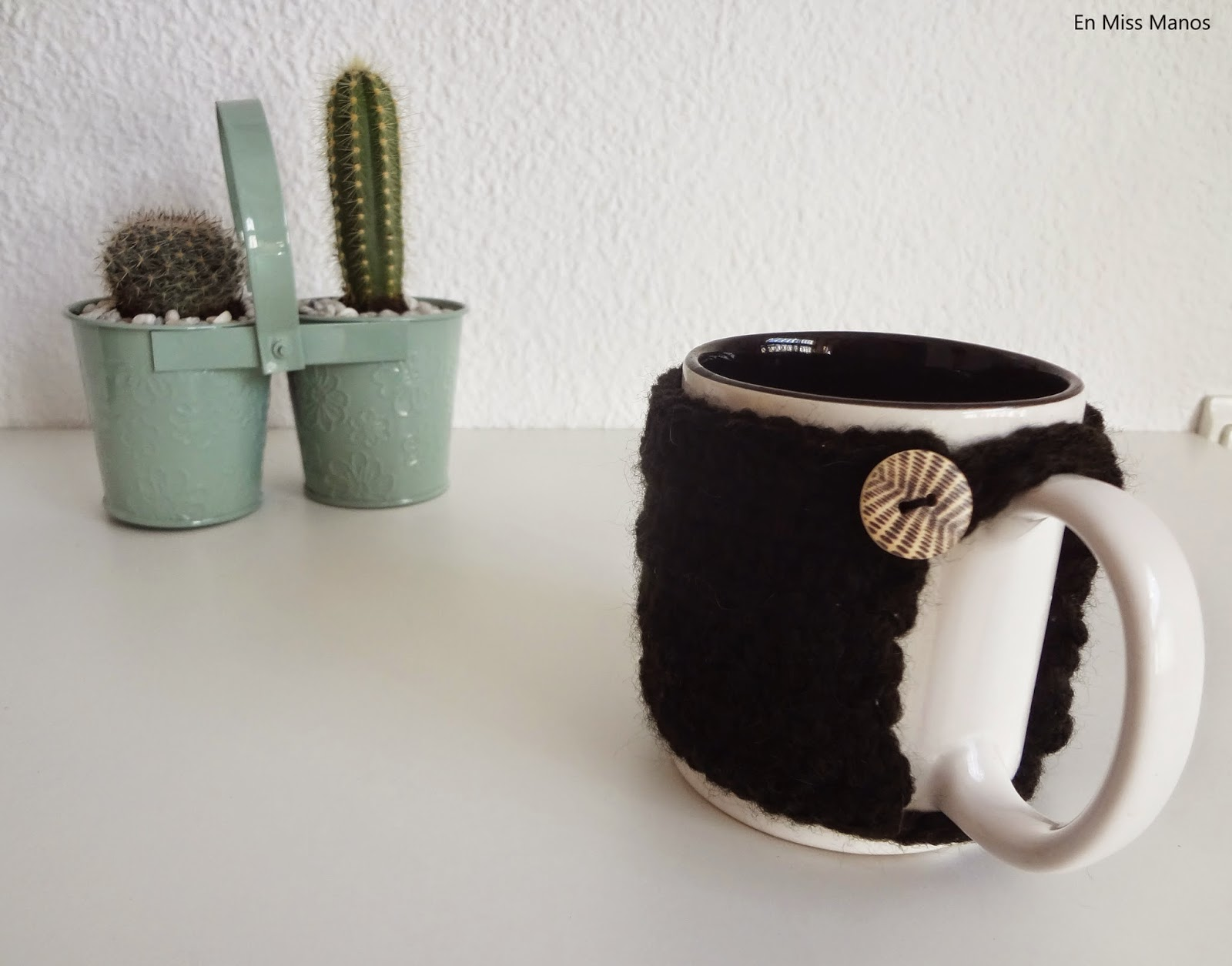 En Miss Manos: DIY Cubre tazas punto y ganchillo + tazas pintadas a mano