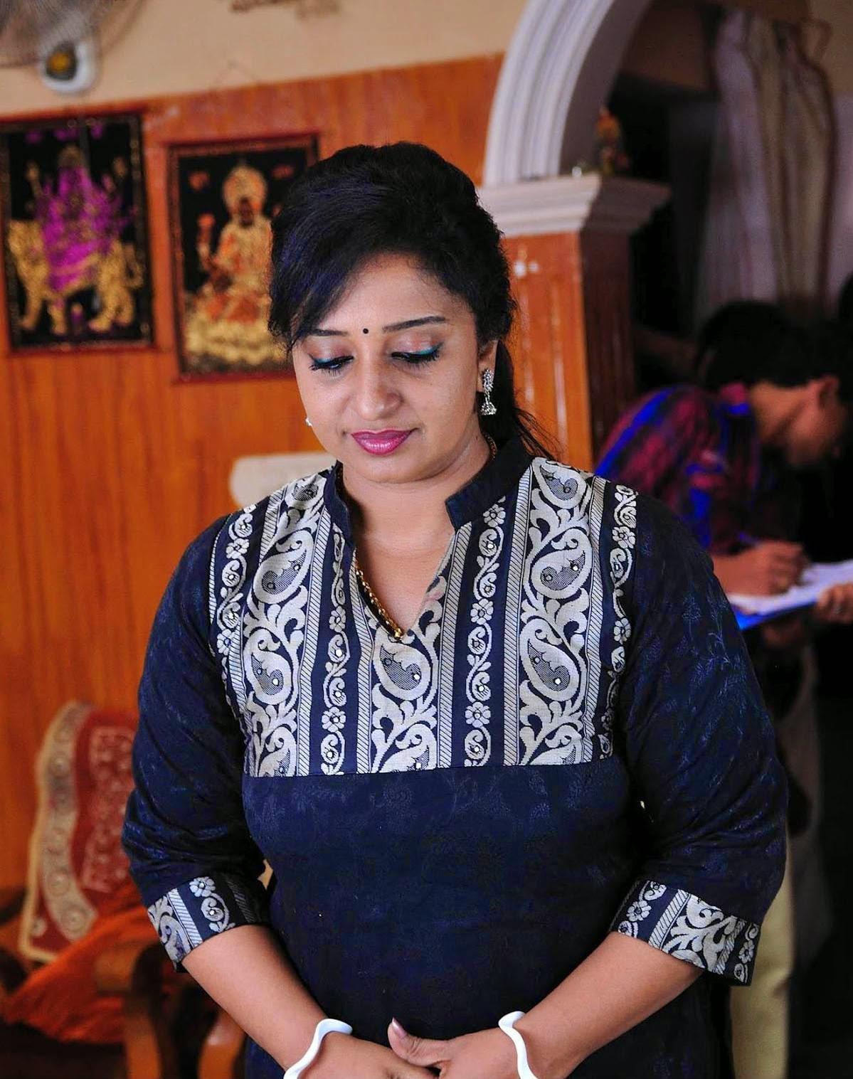 Hot Photos of Mallu Actress Sona Nair