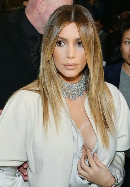 Gara Gara Salah Kostum, Payudara Sexy Kim Kardashian Hampir Keluar