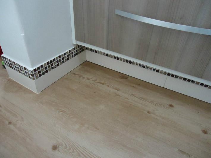 Piso vin lico na cozinha e no banheiro comprando meu ap - Adhesivo piso vinilico ...