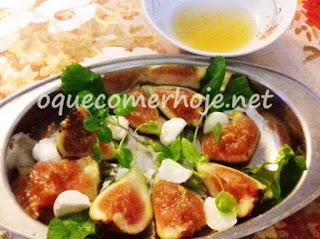 Receita de salada de figo, mussarela de búfala, presunto de parma e rúcula