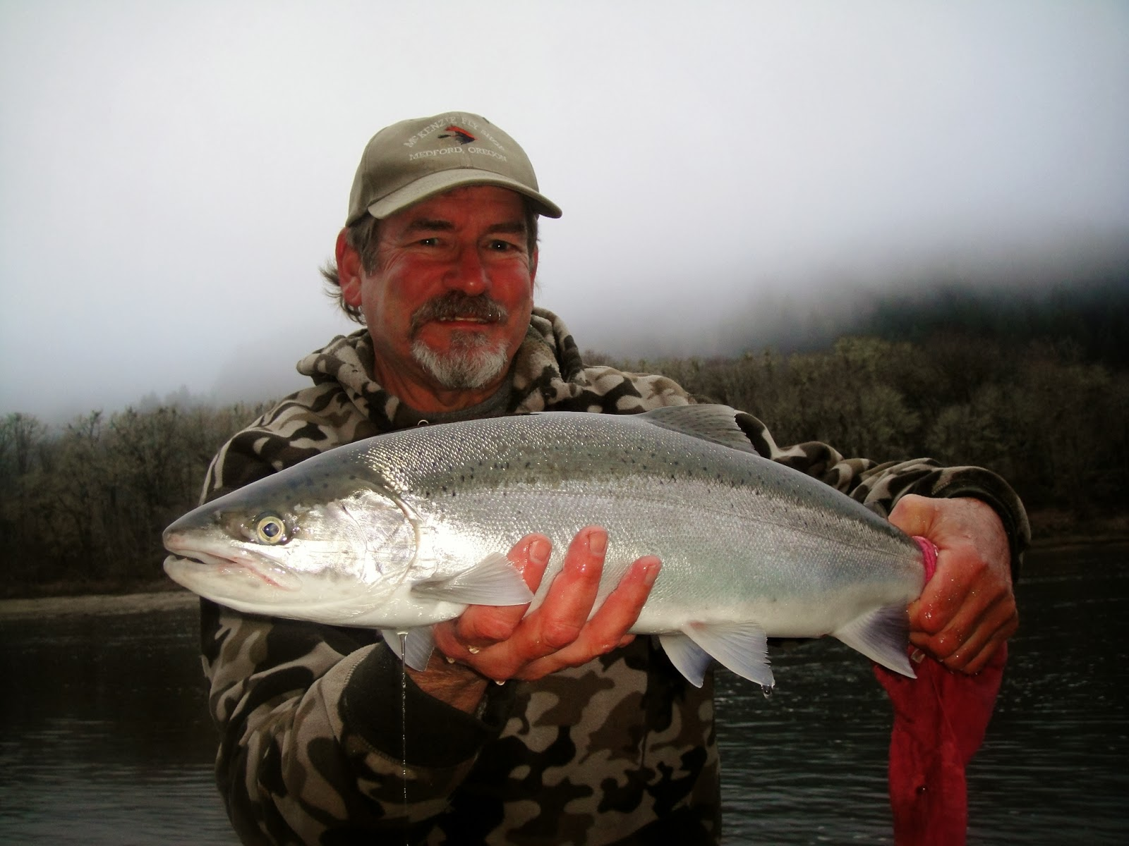 Rogue river fishing guides and trips salmon and for Umpqua river fishing report