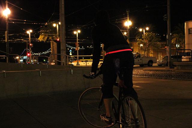 Halo: cinturão de LED ilumina e protege ciclistas