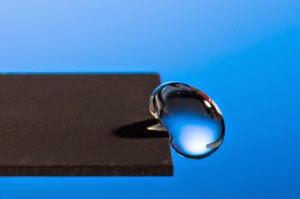 Πανεπιστήμιο δημιούργησε μέταλλο που απωθεί το νερό