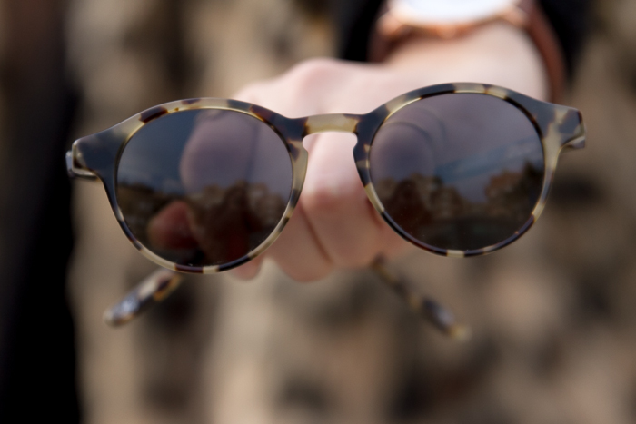 Sunnies in khaki color