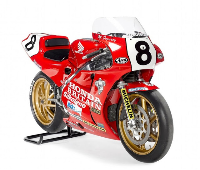Honda RC 30 - Page 4 Hon