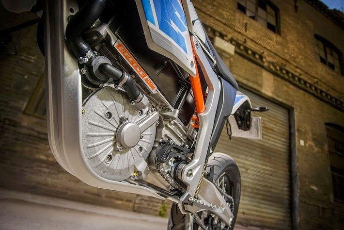 Η KTM λανσάρει την πρώτη της ασφάλτινη ηλεκτρική μοτοσυκλέτα: Την FREERIDE E-SM!