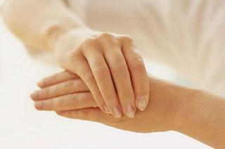 تنميل أصابع اليدين.. الأسباب والعلاج 1480838569fingers-01
