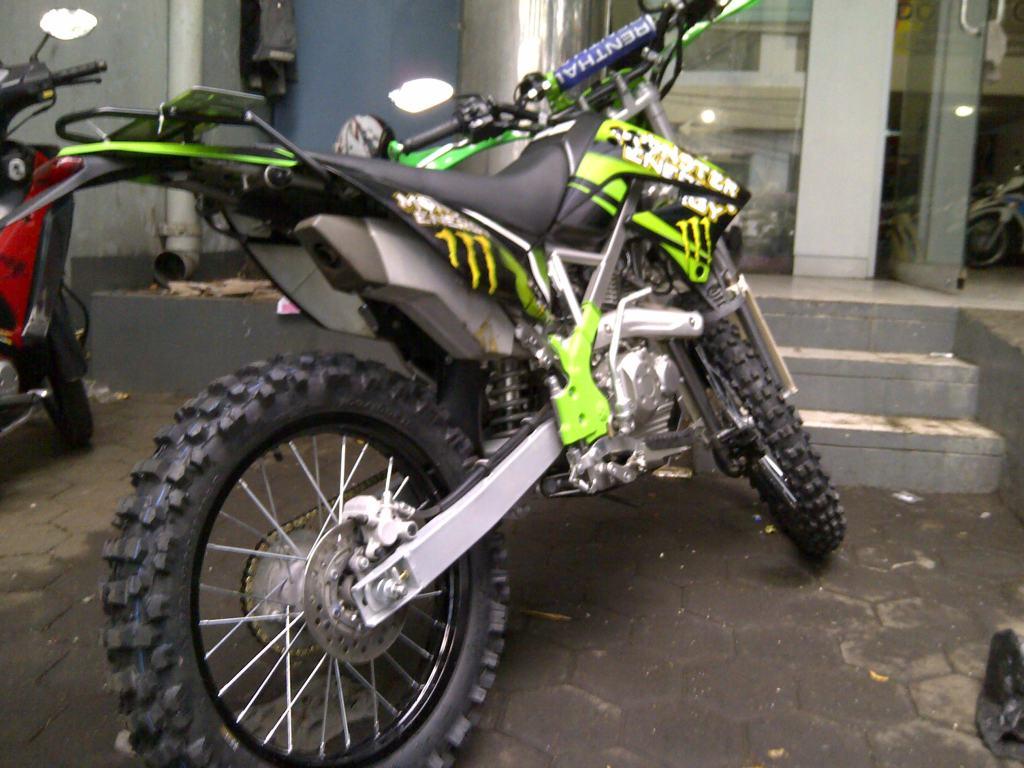 Modifikasi Motor Trail Kawasaki KLX 150 Terbaru Sukaon