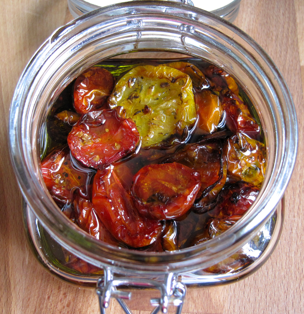 Slow roasted semi dried tomatoes preserved in oil a glug for Dry roasted tomatoes