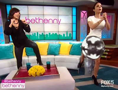 Bethenny Frankel flashes wide open beaver
