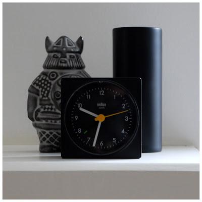 Dietrich Lubs, Dieter Rams Braun Type: 4746/AB1 clock black porcelain vase