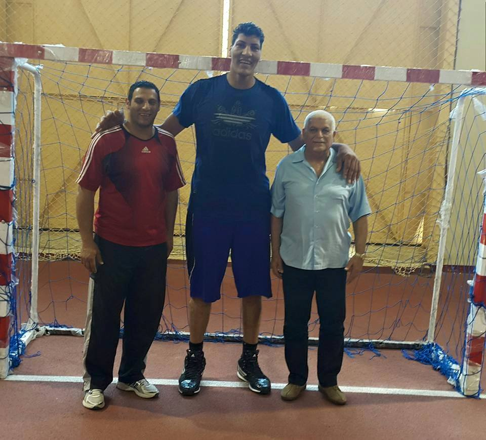 Gigante egipcio de 2,25 m. deja el basket y se decide por el handbal  225