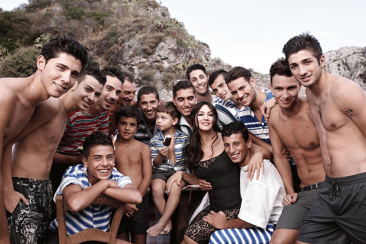 Телку несколько парней, толпа девок » Порно видео с молоденькими 18 летними 3 фотография