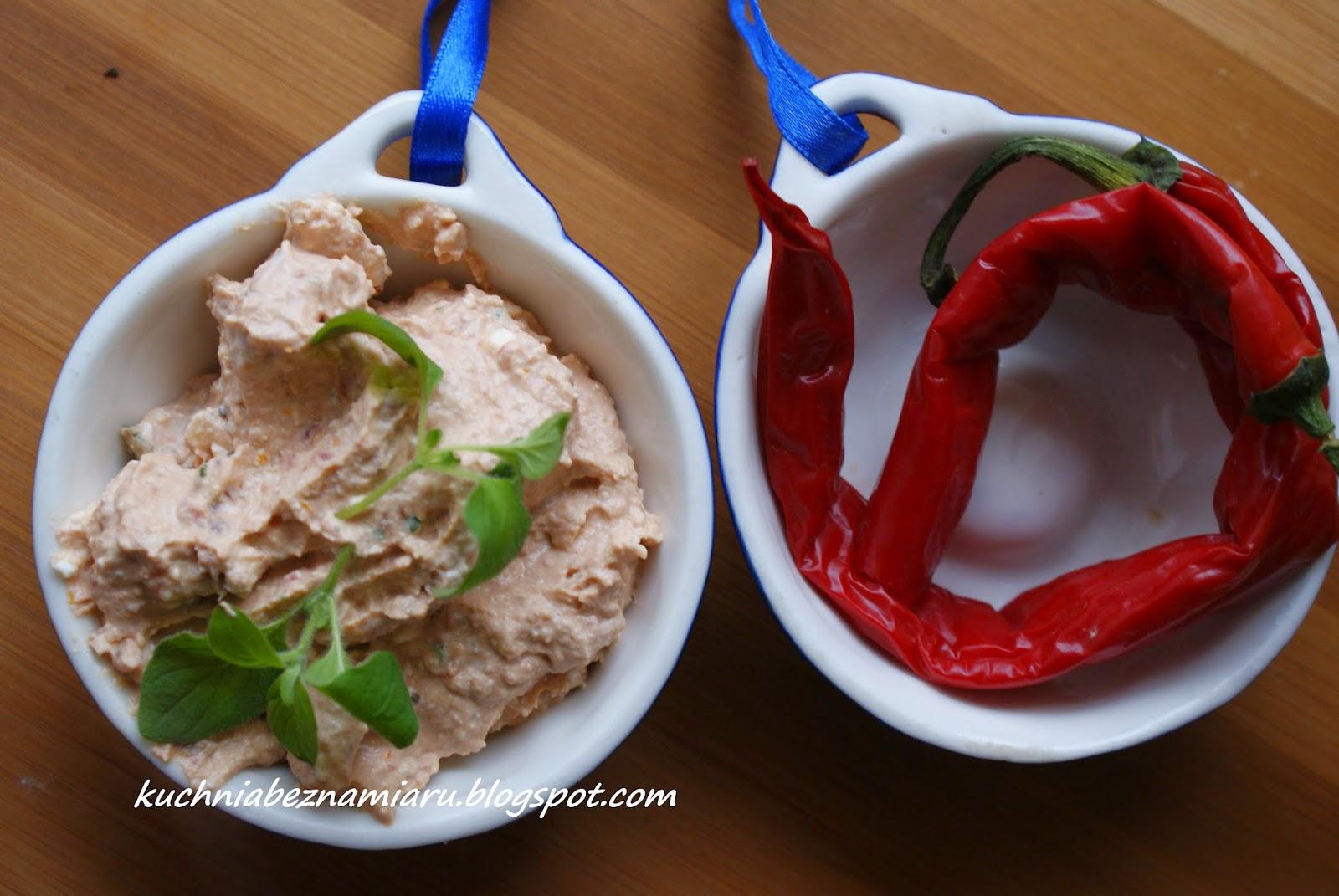 http://kuchniabeznamiaru.blogspot.com/2015/02/pikantna-pasta-z-suszonymi-pomidorami.html