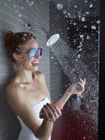 Tắm trong âm nhạc cùng đầu sen tích hợp loa Moxie