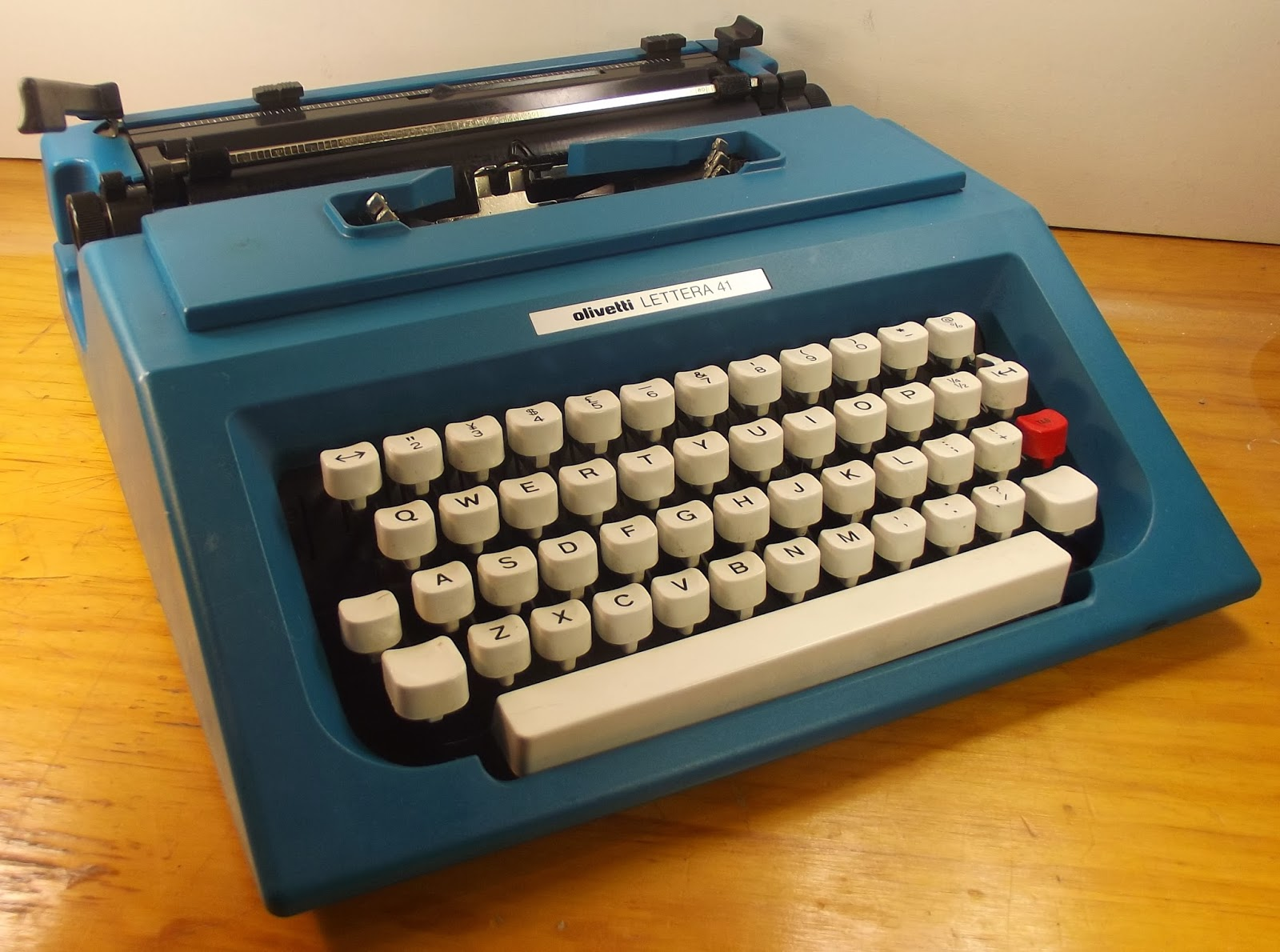 oz.Typewriter: Clip Art: How Olivetti Changed Track with ...