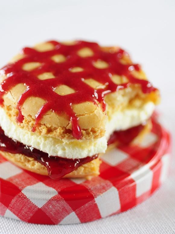 Le Macaron Vanille Fraise