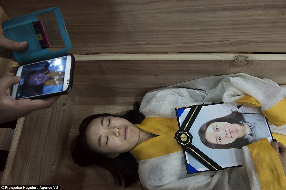teenage suicide in south korea Keywords: education, suicide, youth, meaning of life  some surveys in south korea show about 20% of middle and high school students feel tempted to suicide.