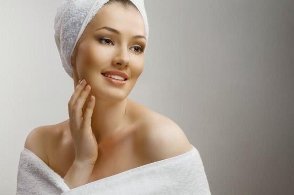 تألقي ببشرة مشرقة مع منظفات اللبن الطبيعية