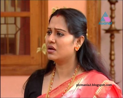 south indian mallu serial actor beena antony hot pic exposing sexy  cleavage