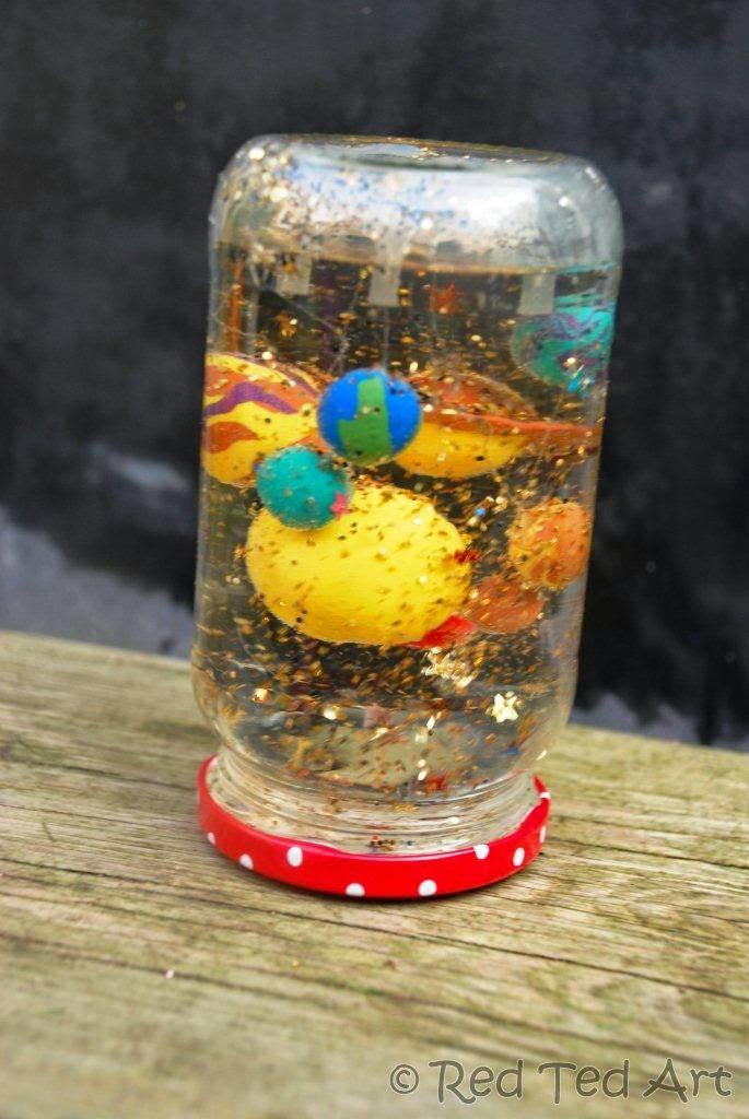 http://www.redtedart.com/2012/05/09/kids-crafts-snowglobes/